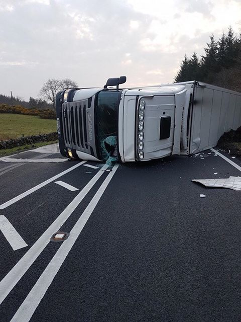 OVERTURNED LORRY CAUSES SUNDAY MORNING TRAFFIC MAYHEM