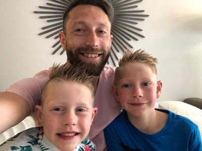QUEENS CAPTAIN STEPHEN DOBBIE AND SONS MAKE A 'BALD' MOVE FOR NHS COVID-19 CHARITY