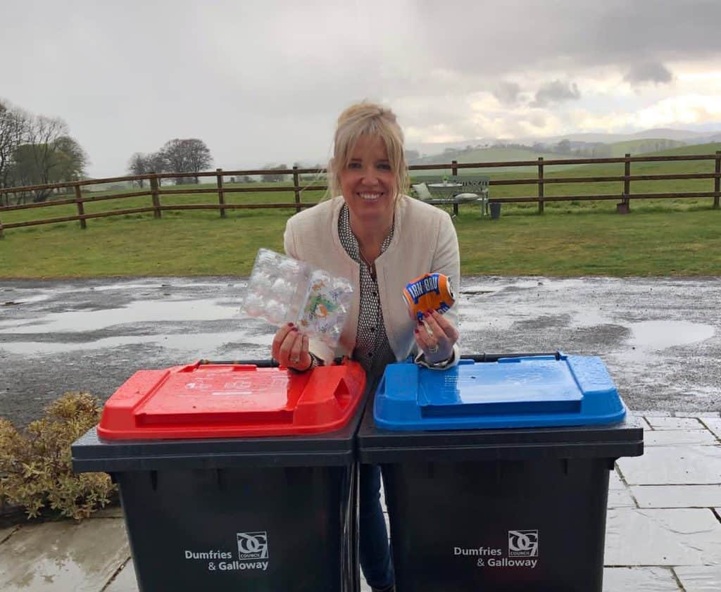 LOCAL COUNCILLOR HELPS TO CLEAR UP KERBSIDE RECYCLING CONFUSION