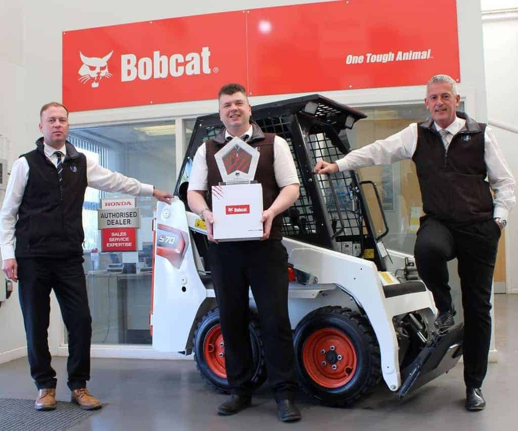 """OUTSTANDING PERFORMANCE"" AWARD REFLECTS LLOYD LTD'S CONTINUED BOBCAT SUCCESS"
