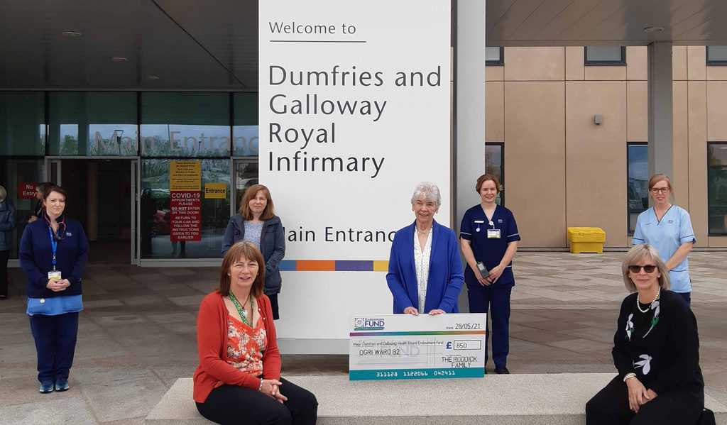 LOCAL FAMILY THANK STAFF AND HELP PATIENTS WITH £850 DONATION