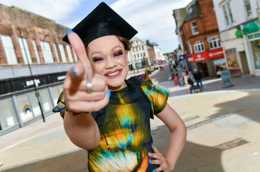 DONT LET SUMMER 'DRAG' JOIN DUMFRIES YOUTH THEATRE FREE SUMMER COURSES